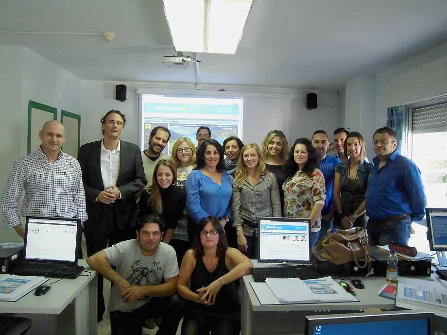 Grupo de alumnos y profesores